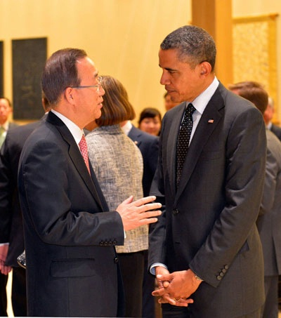 President Obama and UN Secretary-General Ban Ki-moon talk at a working dinner hosted by South Korean President Lee Myung-bak for the Nuclear Security Summit.