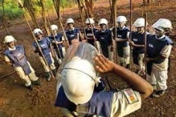 Date: 2012 Description: Morning safety briefing for Mine Action Team 10, an all-female demining team funded by PM/WRA in Mullativu district, Sri Lanka. Of the 360,000 IDPs all but 6,000 have been able to return home and safely rebuild their lives thanks to the work achieved by MAG, other NGOs, and Sri Lankan military clearance teams.  © Photo courtesy of Sean Sutton/MAG