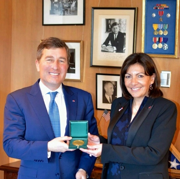 Assistant Secretary Rivkin receives the City of Paris' highest honor-the Grand Vermeil Medal-from Paris Mayor Anne Hidalgo in Washington, DC.