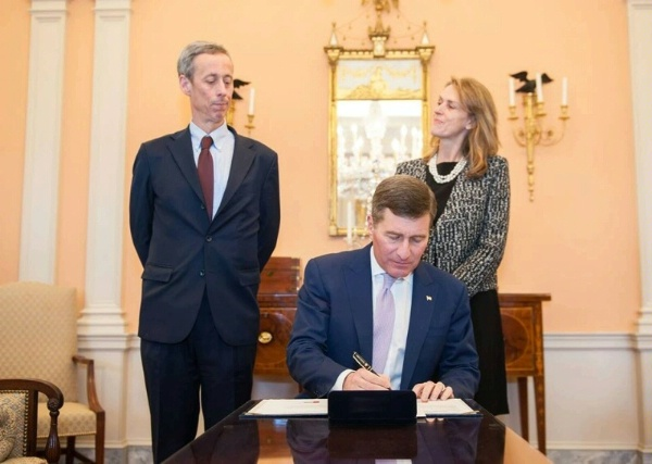 Assistant Secretary Rivkin signs the appointment papers for Craig Allen to become the U.S. Ambassador to Brunei Darussalam in an official ceremony at U.S. Department of State.