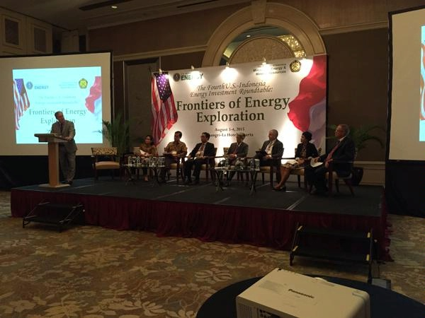 Deputy Assistant Secretary Ichord works to foster clean energy solutions with investors at the Fourth U.S.-Indonesia Energy Investment Roundtable.