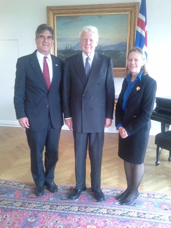 Ambassador Robert C. Barber and ENR PDAS Mary Burce Warlick meet with President of Iceland Ólafur Ragnar Grímsson to discuss renewable energy.