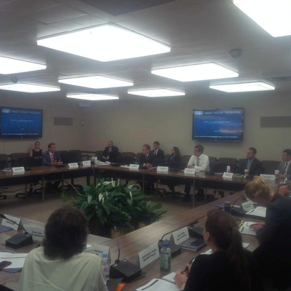 Special Envoy Hochstein engages with interagency economic and energy officers at the Washington Energy Seminar.