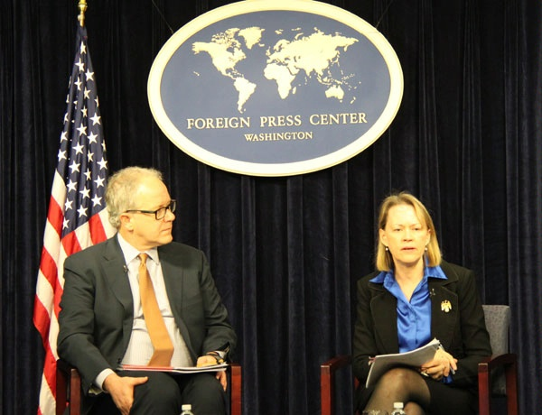 Principal Deputy Assistant Secretary Mary Warlick and DOE Assistant Secretary Jon Elkind participate in a roundtable with foreign trade and regional journalists based in the U.S. Department of State's Foreign Press Center.
