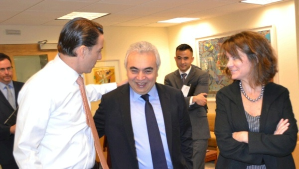 Special Envoy Amos Hochstein and Deputy Assistant Secretary Robin Dunnigan welcome IEA Executive Director Fatih Birol to the U.S. State Department.