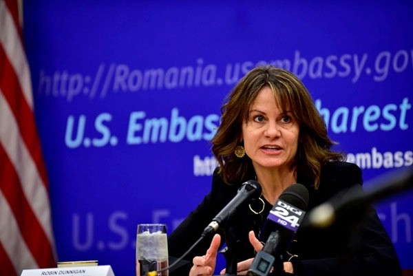 DAS Robin Dunnigan discusses European energy security with the Romanian media.