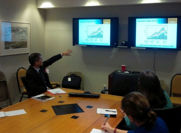 IEA Director for Energy Markets and Security Keisuke Sadamori briefs State Department officers on the 2016 IEA Medium-Term Oil Market Report.