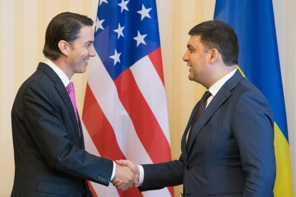 Special Envoy Amos Hochstein meets Ukrainian Prime Minister Volodymyr Groysman for a discussion on the ways the U.S. can support the Prime Minister's efforts to reform the energy sector and reduce corruption.