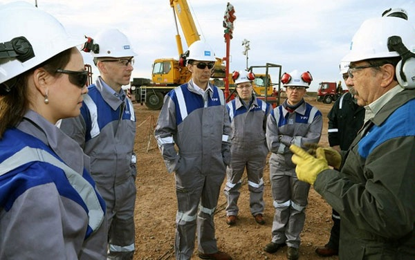 Special Envoy Hochstein visits YPF's Vaca Muerta energy facilities in Argentina.