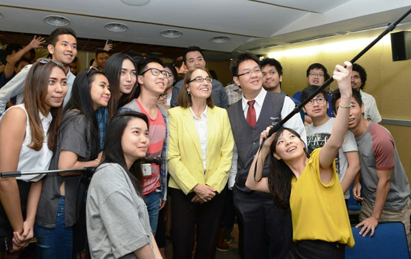 "Students at Jakarta University invite Under Secretary for Civilian Security, Democracy, and Human Rights Sarah Sewall to join them for a photo after she delivered remarks on ""Democracy, Equal Rights, and Accountability."" (November 2015)"