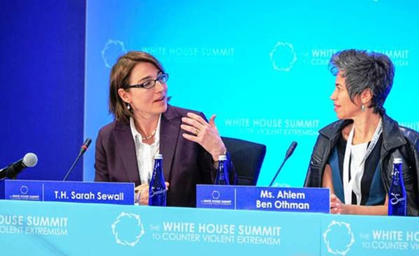 Under Secretary for Civilian Security, Democracy, and Human Rights Sarah Sewall engages a civil society activist at the White House Summit to Counter Violent Extremism in Washington, DC. (February 2015)